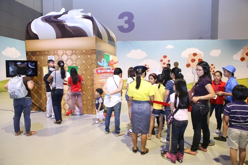 At the Jolliphone Booth, kids received friendly messages from their favorite friend - Jollibee!